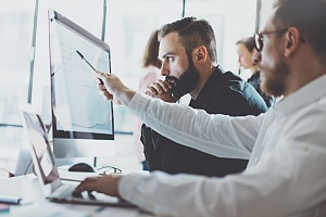 it professionals at a computer to decide what it security measures are best for a client business